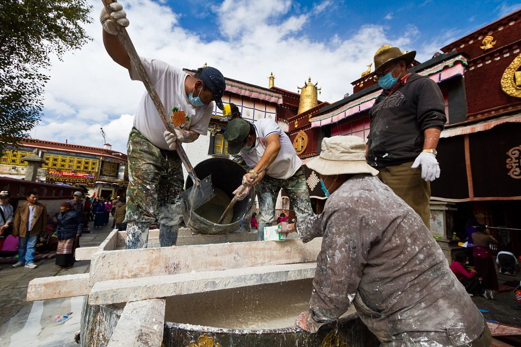 workers at Jokhang Temple